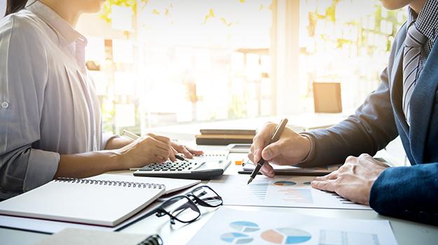 ¿Qué hace un actuario? Obtenga información sobre el salario, las habilidades requeridas, y Más