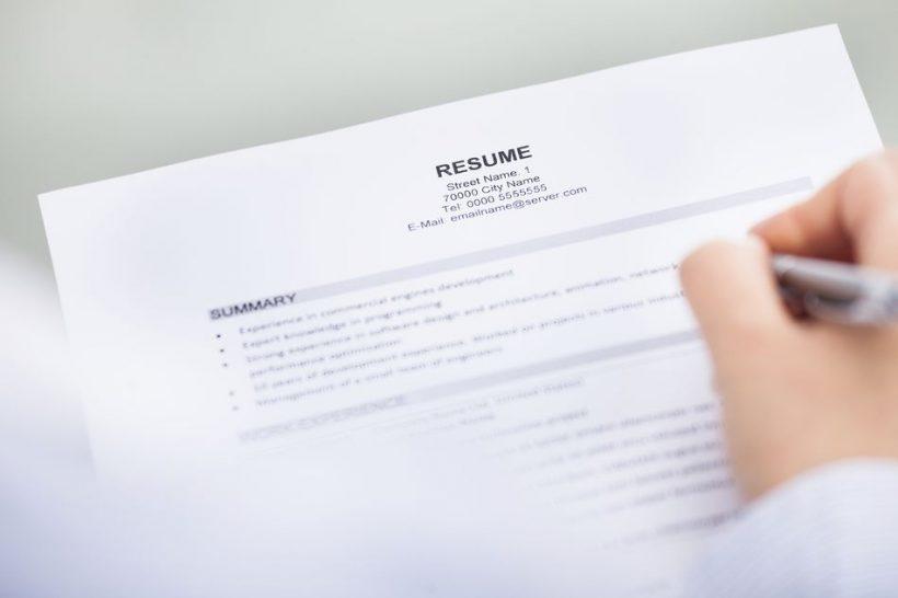 Kuidas lisada oma kontaktandmeid oma CV