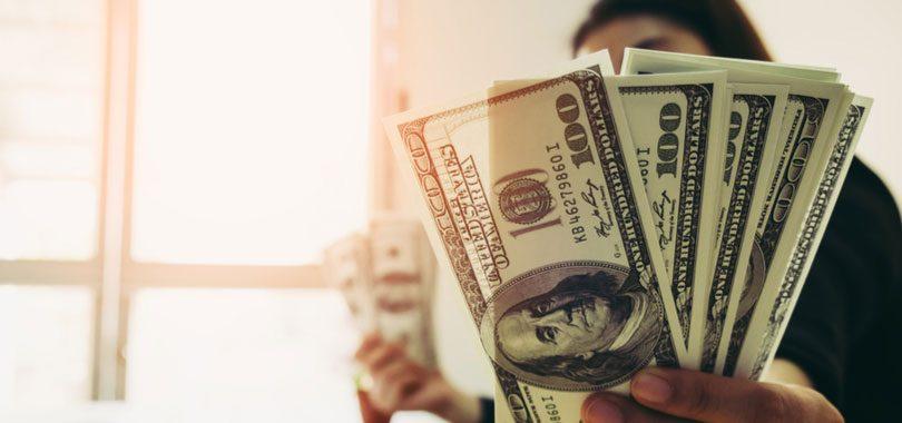 Alto el pago de los trabajos que no requieren un título universitario