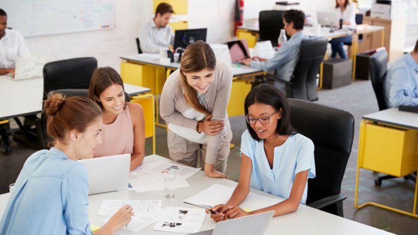 Tarpasmeniniai įgūdžiai darbe – kaip tai įgūdžių rinkinys gali padėti jūsų karjerą