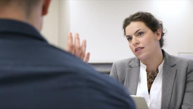 Escuchando habilidades - ¿Cómo convertirse en un mejor oyente se beneficiarán de su carrera