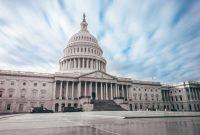 A Előnye és hátránya a kormánynak dolgozik