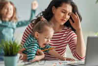 Ako sa prispôsobiť práci na diaľku s deťmi